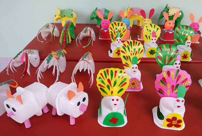 Hướng dẫn cách làm đồ chơi từ phế liệu rác tái chế - Hộp sữa chua