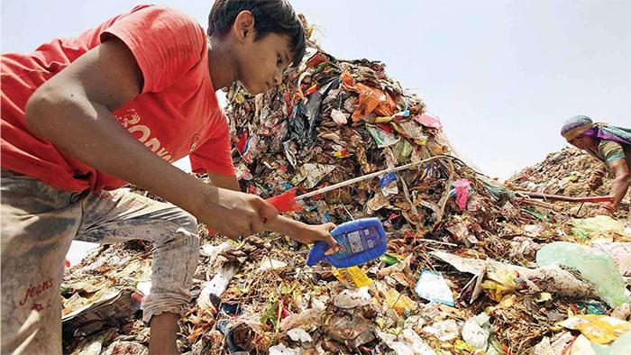Một hệ thống xử lý rác thải hiện đại hơn, chỉnh chu hơn. Một cộng đồng có ý thức hơn trong việc gìn giữ môi trường và một trái tim hướng về những hoàn cảnh còn khó khăn sẽ giúp chúng ta không còn phải ngậm ngùi mỗi khi nhìn thấy những hình ảnh như thế này.