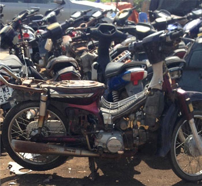 Cơ sở chueyen bán đồ phụ tùng xe máy